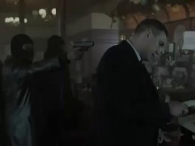 диалог в баре между Тонни пуля в зубах и бандой Сола