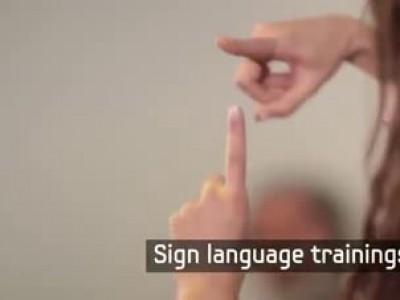 скрытая камера Чтобы удивить глухого парня, целый городок выучил язык жестов