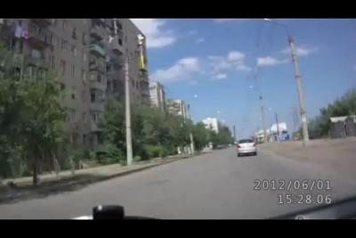 Мотоциклисты в рубашке скользили по проезжей части