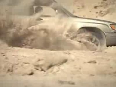 Subaru Forester в песчаном карьере
