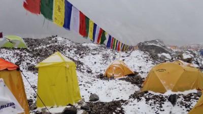 Сход лавины на базовый лагерь на Эвересте 25.04.15 г.