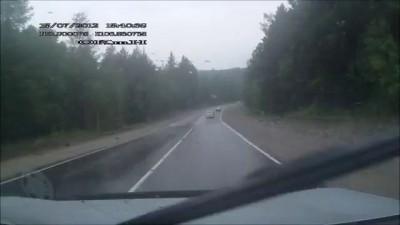Обгон в повороте на скользкой дороге