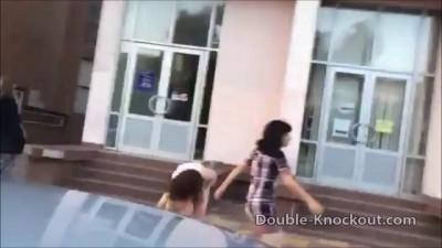 Избиение девушек кавказцем
