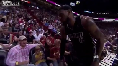 Звезда NBA Джеймс Леброн заставил детей плакать...