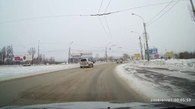 На Ленинградском мосту крутануло машину