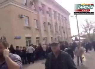 11.05.14 - Мариуполь. Огромные очереди на избирательные участки, на референдум...
