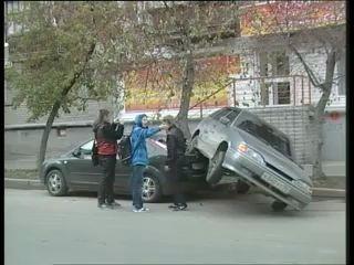 Суровая женская парковка
