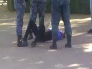 """Продолжение видео про студента раскидавшего двух """"Беркутов""""."""