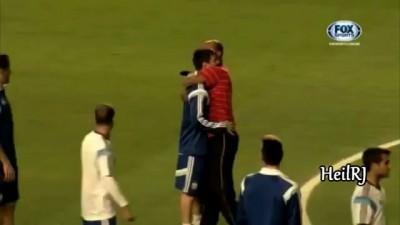 Месси засмеялся, когда на поле выбежал двойник Роналдиньо