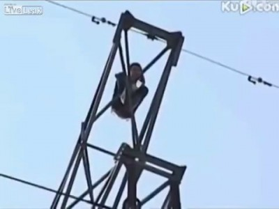 Suicidal man catches fire and falls when being electrocuted on power line tower News 2014