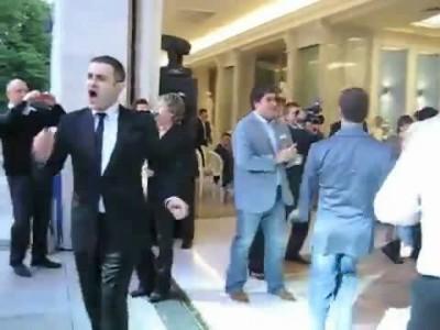 Медведев танцует (русский вариант)