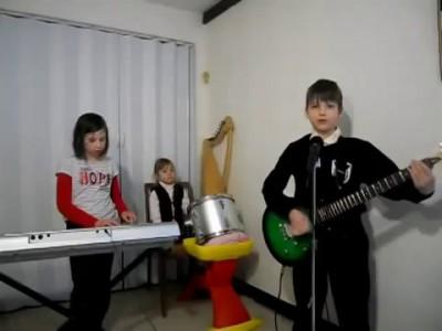 Дети исполняют Rammstein / children playing Rammstein (Sonne)