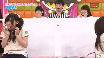 2 Girls, 1 Cockroach In A Bizarre Japanese Gameshow (HD)