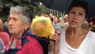 Славянск. Местные собрались у горсовета.