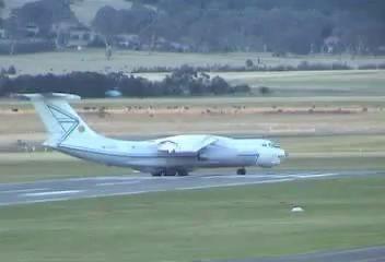 Взлет ИЛ-76 в Австралии с перегрузом.
