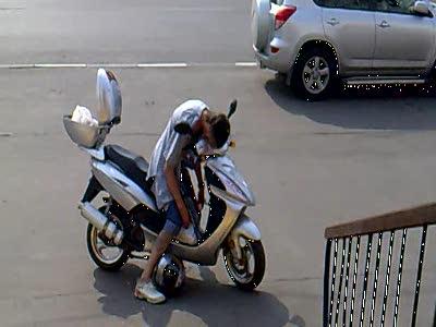 Как правильно спать за рулем скутера