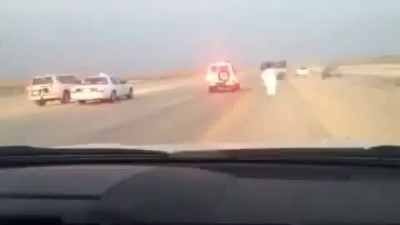 Saudi bystander makes his way inside a runaway truck and stops a pursuit