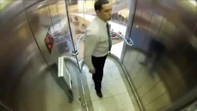 Омон в лифте - розыгрыш