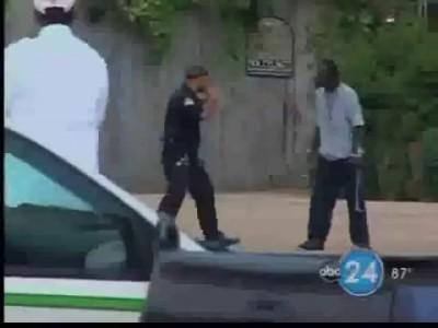 Sera o Anderson Silva? Policial lutador de MMA bate em bandido!