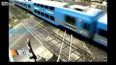 машина и поезд