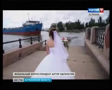В Астрахани сухогруз протаранил набережную Волги