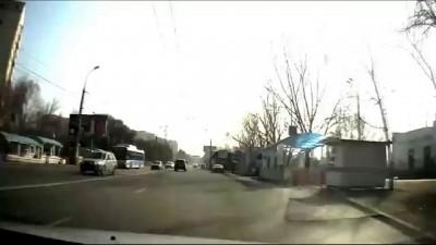 Авария девушки на видеорегистратор в Алматы