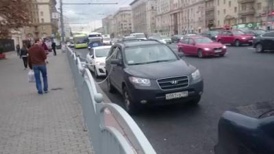 Чувак забил на эвакуаторы в Москве!!!))))