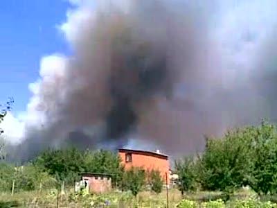 Взрыв Донецк 16.08.09. Склад пиротехники - видны фейрверки