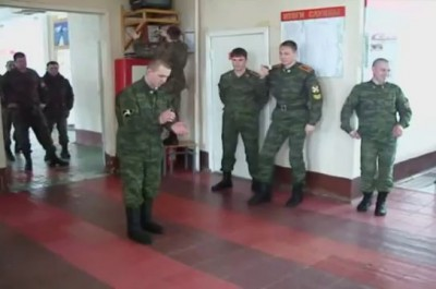 Tecktonik in Russian army Армейские танцы [Russian Army dances]