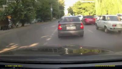 В Ростове машина ДПС сбила девушку на улице Ларина. 29 июля 2014