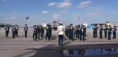 Казахский военный оркестр отжигает. Смотреть всем!!!