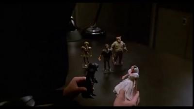 Лорд Шлем играет с куклами