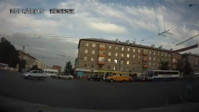 Пешеходная деревня ломится на красный
