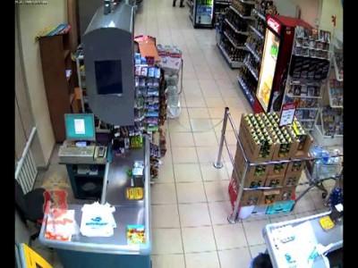 Мать избила ребенка в супермаркете
