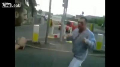 Разборка двух боксеров в англии ...