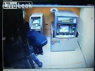 Как обокрасть банкомат за 1 минуту