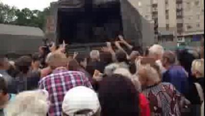 Славянск   гуманитарка   привезли колбасу