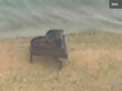 Mystery piano found on sandbar