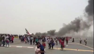 Видео эвакуации пассажиров из загоревшегося в Дубае самолёта