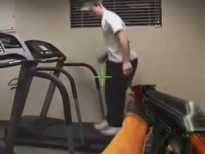 Неудержимый снайпер — АК 47 и беговые дорожки