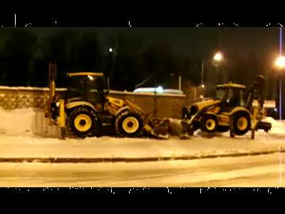 Уборка улиц от снега в Санкт Петербурге