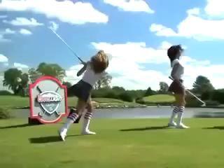 Девушки шикарно играют в гольф