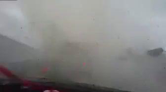 Автомобиль сдуло с дороги торнадо
