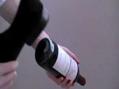 Как открыть бутылку ботинком