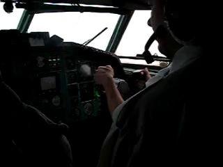 Посадка в Минске UMMS на ТУ-154М (вид из кабины)