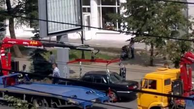 Драка водителя эвакуированной машины с сотрудником ДПС (Челябинск)