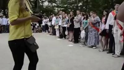 Ялта! Выпускники заглушили гимн России пением Украинского гимна!!!
