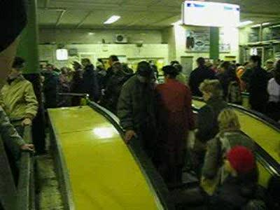 Упорный человек в метро