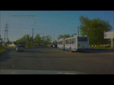 Полицейский автомобиль сбил пешехода на переходе