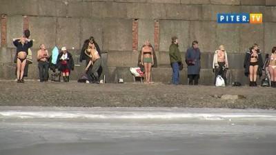 На пляже Петропавловки – аншлаг